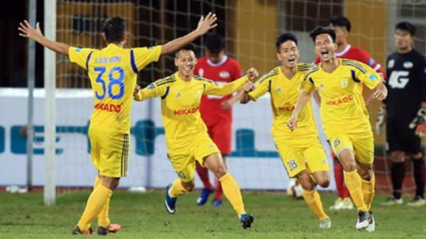 Thi đấu xuất sắc, đội bóng Nam Định vượt vũ môn