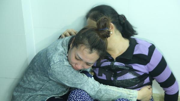 Người thân khóc ngất khi nhìn thấy linh cữu cô gái bị chặt x.ác phi tang