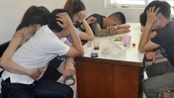Tóm gọn người đàn ông quê Nam Định cùng đồng bọn thác loạn ma túy, đánh bạc trong căn hộ cao cấp