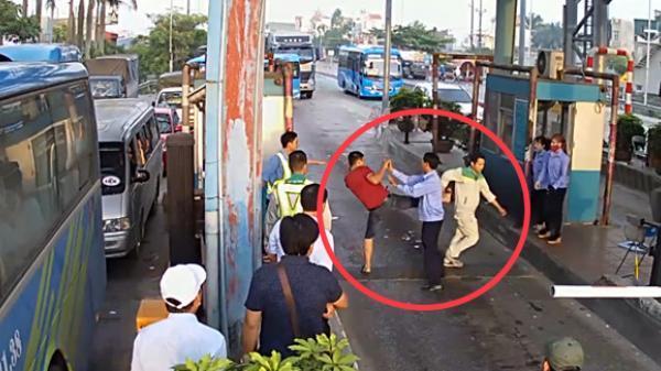 NÓNG: Lái xe dùng dao chặt barie, đánh nhân viên BOT Tân Đệ