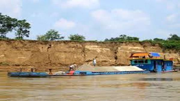 Nhiều diện tích đất nông nghiệp mầu mỡ dọc hai bờ Sông Lô thuộc địa bàn tỉnh Tuyên Quang, Phú Thọ, Vĩnh Phúc đang dần bị xóa sổ
