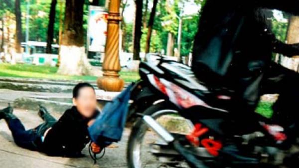 Xót xa mải đuổi bắt cướp, mẹ ngã xe khiến con 8 tuổi t.ử vong tại chỗ