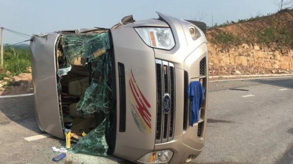 Tai nạn kinh hoàng trên quốc lộ ôtô khách đâ.m xe container, 9 người bị thương, 1 người c.hết