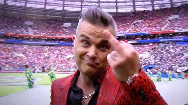 Ca sĩ hát trong lễ khai mạc World Cup 2018 bị cả thế giới ném đá vì dám làm điều này