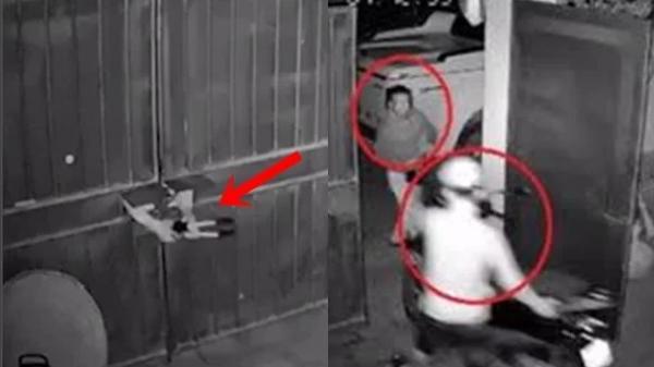 Clip hai thanh niên đi ôtô ngang nhiên mở khoá cửa trộm xe máy nhà dân