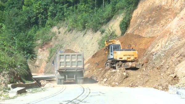 Nhiều tuyến đường bị sạt lở lớn khi bước vào mùa mưa
