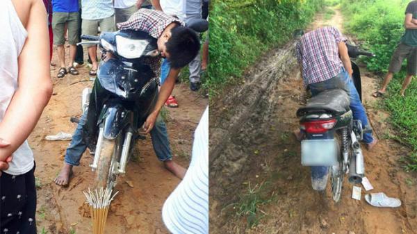 Clip: Nam thanh niên chết gục trên xe máy bên vệ đường trong tư thế lạ