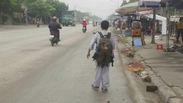 Giữa trưa nắng nóng, nam sinh 2k quê Nam Định đi lang thang ngoài đường có dấu hiệu tự kỷ
