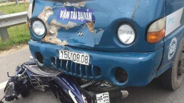 Va chạm với xe tải, người chồng quê Thái Bình chở vợ đi chữa bệnh tử vong