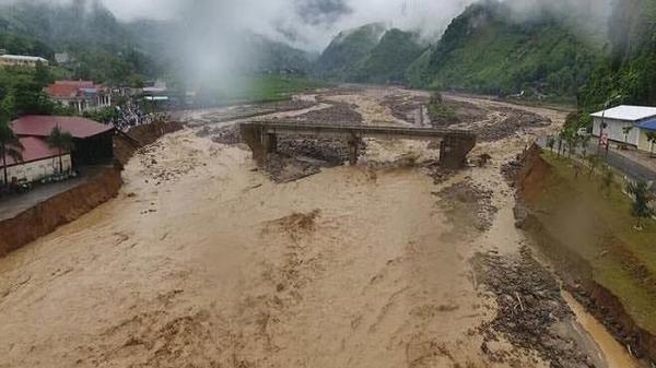 Nóng: 15 người chết và mất tích do mưa lũ, thiệt hại gần 77 tỷ đồng