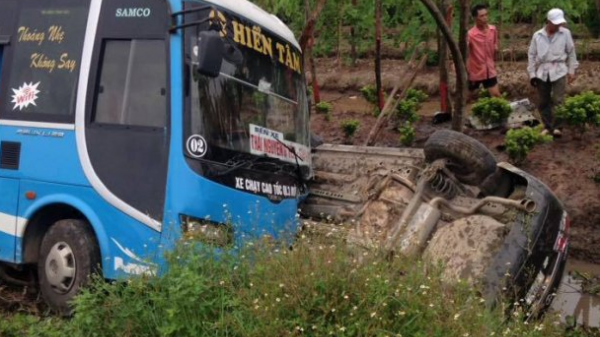 Thái Bình: Tai nạn liên hoàn khiến 2 người tử vong, tài xế lao xe xuống mương nước mắc kẹt bên trong