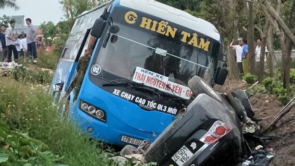 Thái Bình: Xe khách đối đầu xe con, ít nhất 2 người tử vong, nhiều người bị thương
