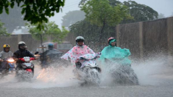 Đêm nay (1/7), hầu hết các khu vực trên cả nước có mưa rào và dông