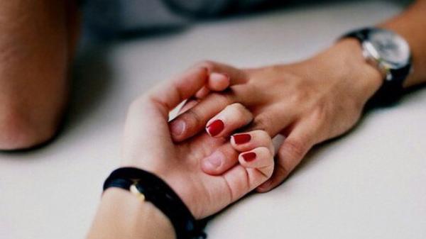 Bàn tay nữ giới ẩn chứa 1 bí mật mà chỉ khi nắm tay người ấy mới phát hiện ra