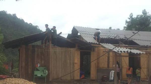 Na Rì-Bắc Kạn: Mưa to, giông lốc làm tốc mái nhiều nhà dân