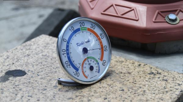 Bản tin héo úa: Mang nhiệt kế ra đường đo nhìn con số chỉ muốn ngất, còn nóng kéo dài cả tuần nhé
