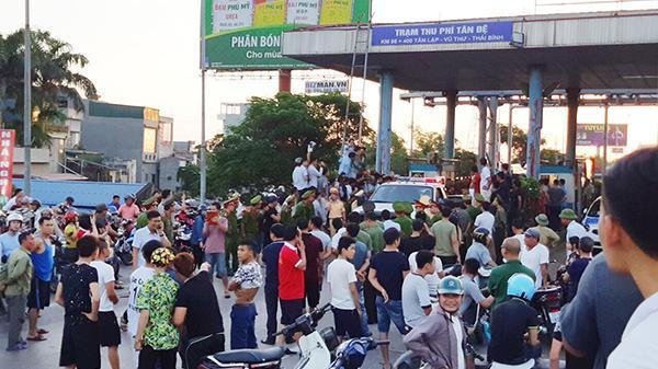 """Thái Bình: Lái xe vẫn """"mắc màn"""" ở trạm BOT Tân Đệ"""