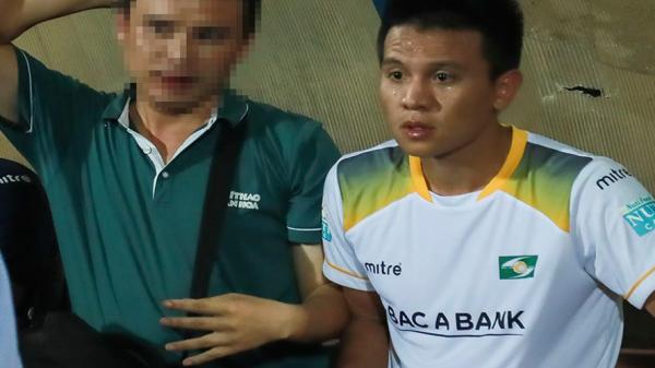 Nam Định: Đối tượng giật máy ảnh, hành hung phóng viên ở sân Thiên Trường không phải CĐV mà là....