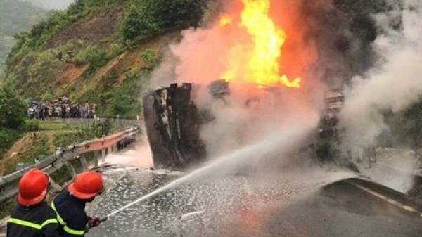 Điều tra nguyên nhân cháy xe bồn chở xăng khi đang đổ đèo tại Bắc Kạn