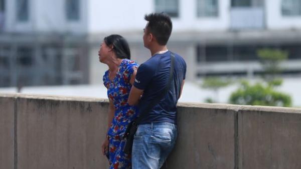 Nhói lòng tiếng khóc thất thanh của người nhà THAI PHỤ 6 tháng chết cháy sau tai nạn kinh hoàng