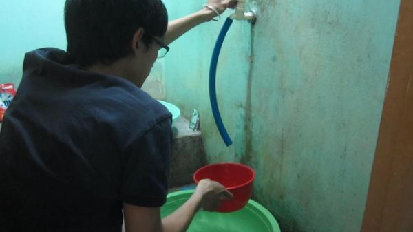 Nam Định: Gần một tháng trời mất nước sinh hoạt, hàng trăm hộ dân phải sống trong cảnh chao đảo