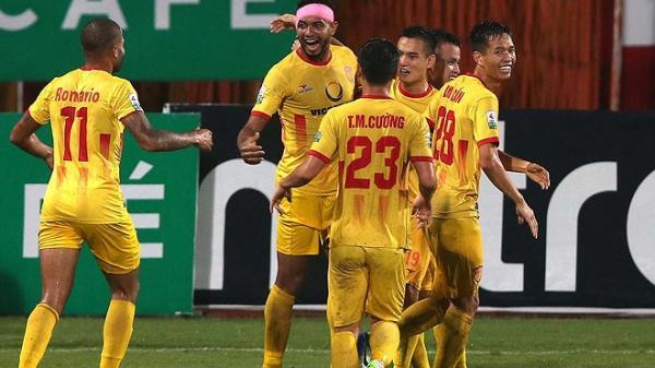 Đội bóng Nam Định gây bất ngờ với đội mạnh nhất giải khi chỉ mới 14 phút mà ghi 3 bàn thắng và điều bất ngờ phía sau