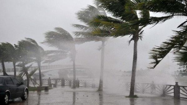 Nóng: Áp thấp nhiệt đới áp sát đất liền, biển Đông có nguy cơ đón bão giật cấp 10