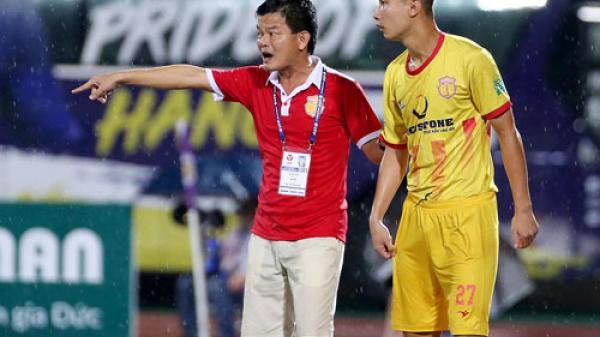 HLV Nam Định trách học trò vì điều này mà dẫn đến bàn thua...