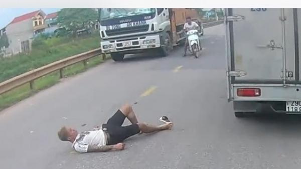 Nam thanh niên quê Thái Nguyên phóng nhanh làm rơi luôn bạn giữa đường phải quay lại đón