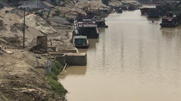 Thái Nguyên: Lộn xộn bến bãi khu vực cầu Đa Phúc làm ảnh hưởng dòng chảy, gây ô nhiễm