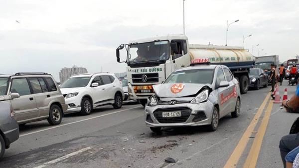 Xe taxi biển Bắc Ninh tông liên hoàn 3 xe ô tô khác gây ra hậu quả nghiêm trọng cho hàng nghìn người