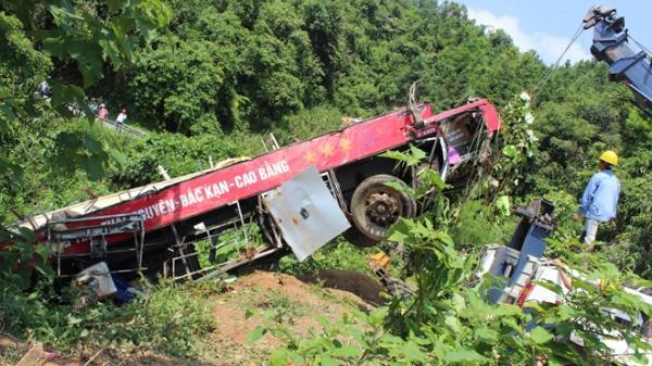 Hiện trường kinh hoàng vụ xe khách đi qua Bắc Kạn lao xuống vực khiến 4 người tử vong
