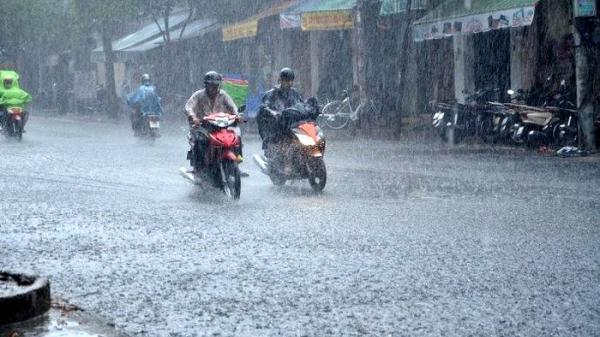 Áp thấp nhiệt đới có thể mạnh lên, Nam Định - Thanh Hóa tiếp tục mưa rào và dông
