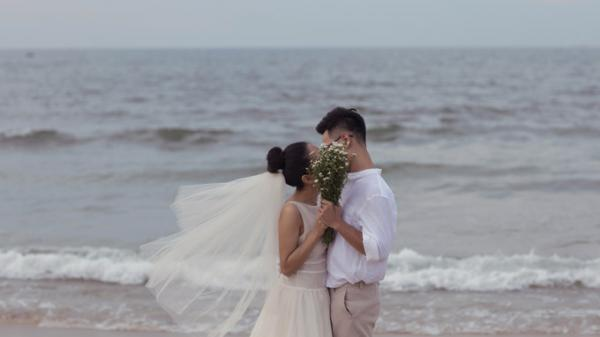 Ca sĩ xinh đẹp người Thái Nguyên bất ngờ tổ chức đám cưới sang trọng cùng chồng 9X