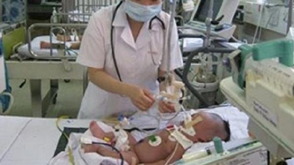Bác sĩ cảnh báo: Tuyệt đối không rung lắc trẻ sơ sinh