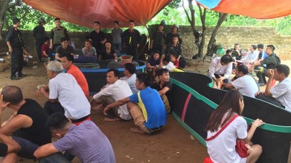 """Đột kích bắt quả tang hơn 60 con bạc người Thái Nguyên và các tỉnh đang say sưa """"đá"""" gà"""