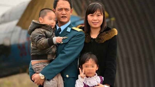 """Con trai phi công Su-22 hi sinh: """"Bố Trí của con kìa"""""""