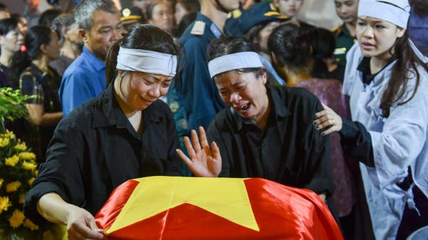 Người ở quê Thái Bình khóc thương đón phi công Su-22 tử nạn