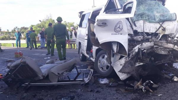 Chú rể và 12 người đi rước dâu tử vong thương tâm khi xe khách đâm xe container