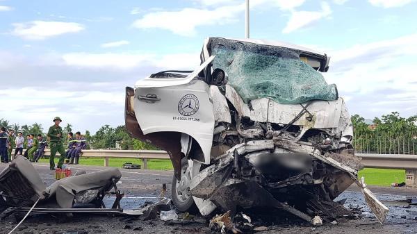 Tai nạn thảm khốc: Chú rể và mẹ cùng 11 người tử vong tại chỗ khi đang trên đường rước dâu