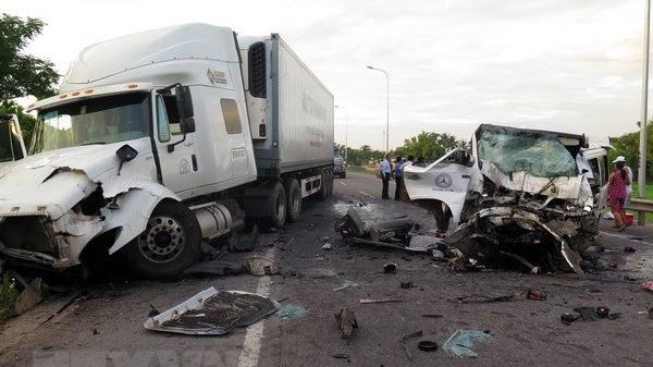 Hiện trường đau lòng vụ xe rước dâu gặp nạn, 13 người tử vong