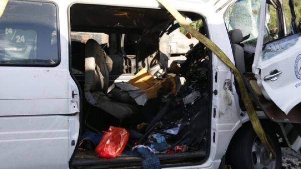 Tai nạn 13 người chết: Người nhà chú rể kể phút xe rước dâu tông xe container
