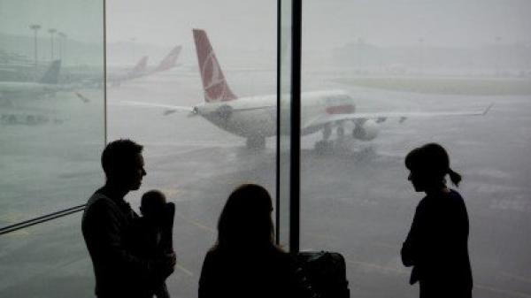Tại sao cả gia đình lại không nên ngồi cùng một chuyến bay?