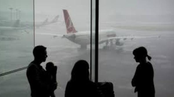 Tại sao cả gia đình không nên ngồi cùng trong một chuyến bay?