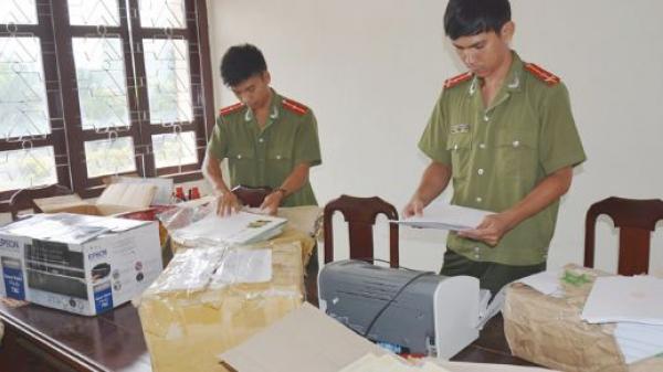 Tóm gọn nữ quái quê Thái Bình cùng đồng bọn chuyên sản xuất, làm giả bằng đại học, văn bằng chứng chỉ