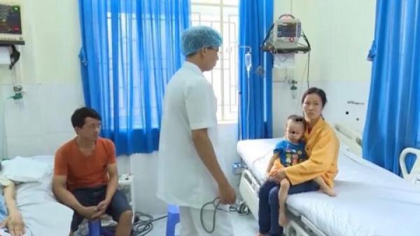 Thái Nguyên: Lại một ca trẻ hóc hạt nhãn do người lớn bất cẩn, bệnh nhi nhập viện trong tình trạng tím đen