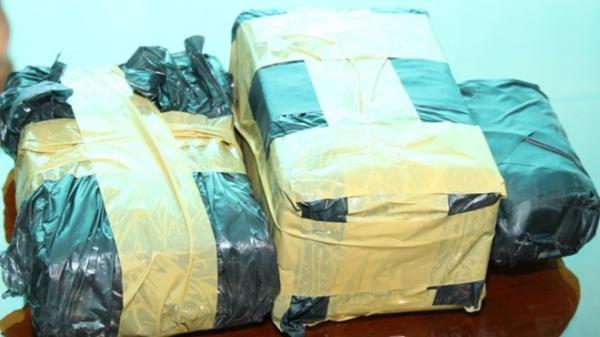 Thu giữ 4 xe ô tô của nữ quái quê Nam Định cùng đồng bọn trong đường dây buôn ma túy 'khủng'