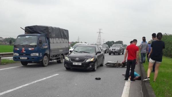 Cao tốc Hà Nội - Thái Nguyên: Tai nạn kinh hoàng ô tô hất văng xe máy bay xa hàng chục mét