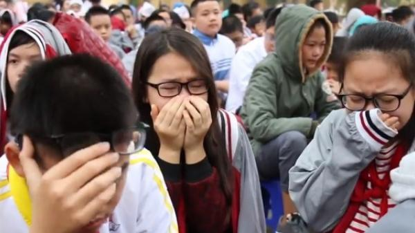 HS cả trường cấp 2 khóc nghẹn khi nghe thầy giáo giảng về gia đình