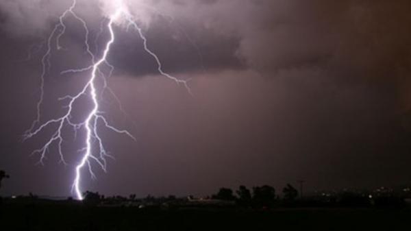 Đi chăn trâu, bé gái bị sét đánh tử vong lúc trú mưa